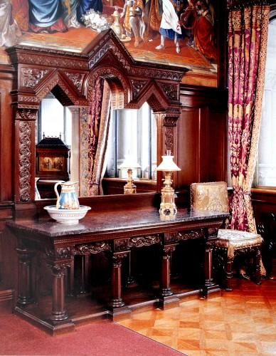 Гардеробная - стол
