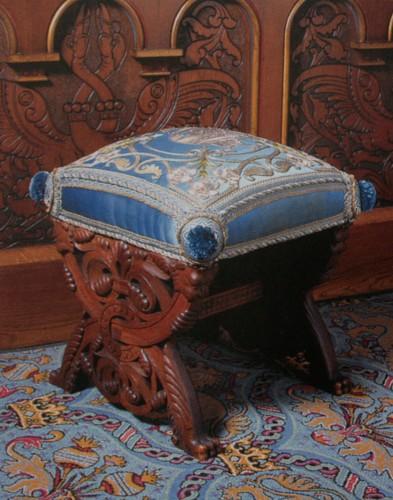 Салон - курульное кресло