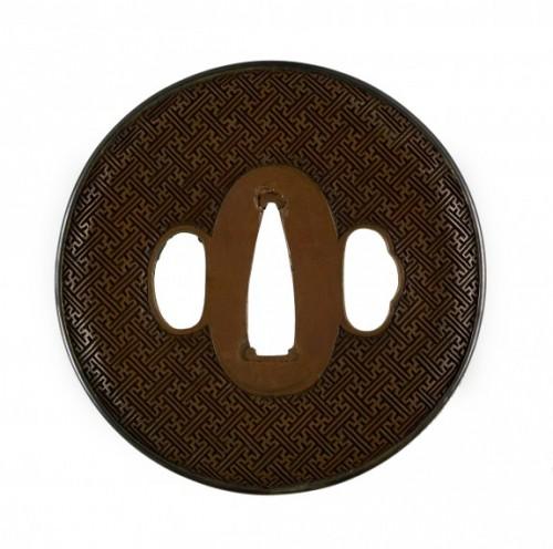 Цуба с орнаментом из сплетенных свастик