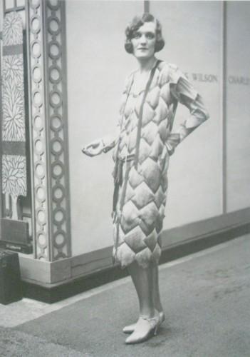 Великая княгиня Мария Романова в платье дома русской вышивки «Китмир» на выставке Art Deco в Париже, Гран Пале, 1925 г.