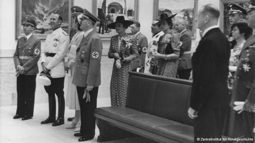hitler_and_gebbels_na_otkritii_doma_nemeqkogo_iskusstvaГитлер и Геббельс на открытии Дома немецкого искусства