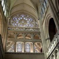 Хотя, слава богу, до красивейшей часовни они не добрались и она сохранила черты настоящей готической церкви.