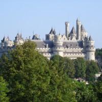 Замок Пьерфон издалека может показаться Диснейлендом, но именно он стал прообразом Камелота.