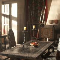 Комната Артура, пожалуй, одно из самых красивых и уютных мест в Камелоте.